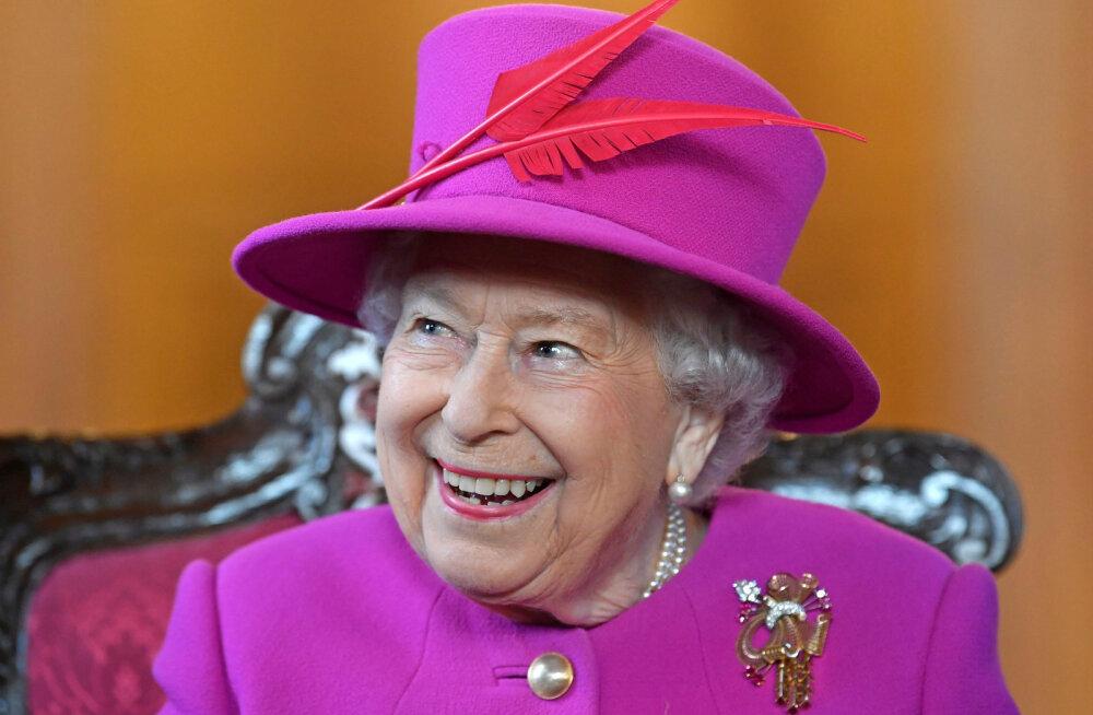 KLÕPS | Mässumeelne kuninganna Elizabeth II trotsib reegleid ja sõidab turvavööta
