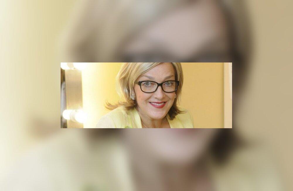 Maire prillidega kollane