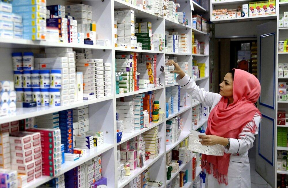 Proviisor Teherani apteegis. Haruldasi ravimeid hankida on üha raskem, sest kriisi ajal ostetakse neid varuks.