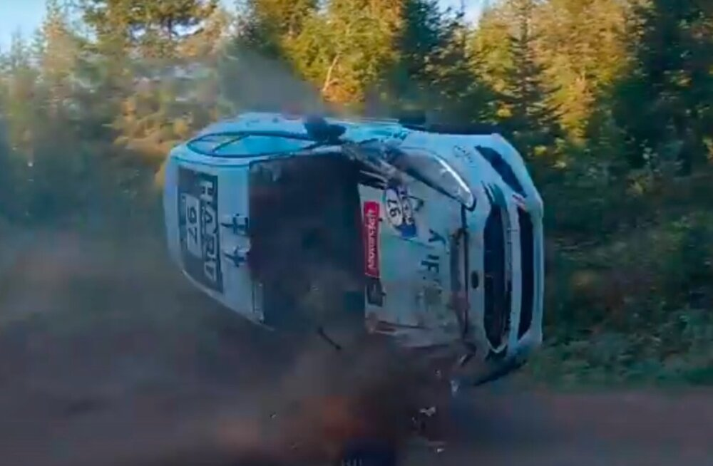 Arttu Lähdeniemi keeras auto suurel hool üle katuse.
