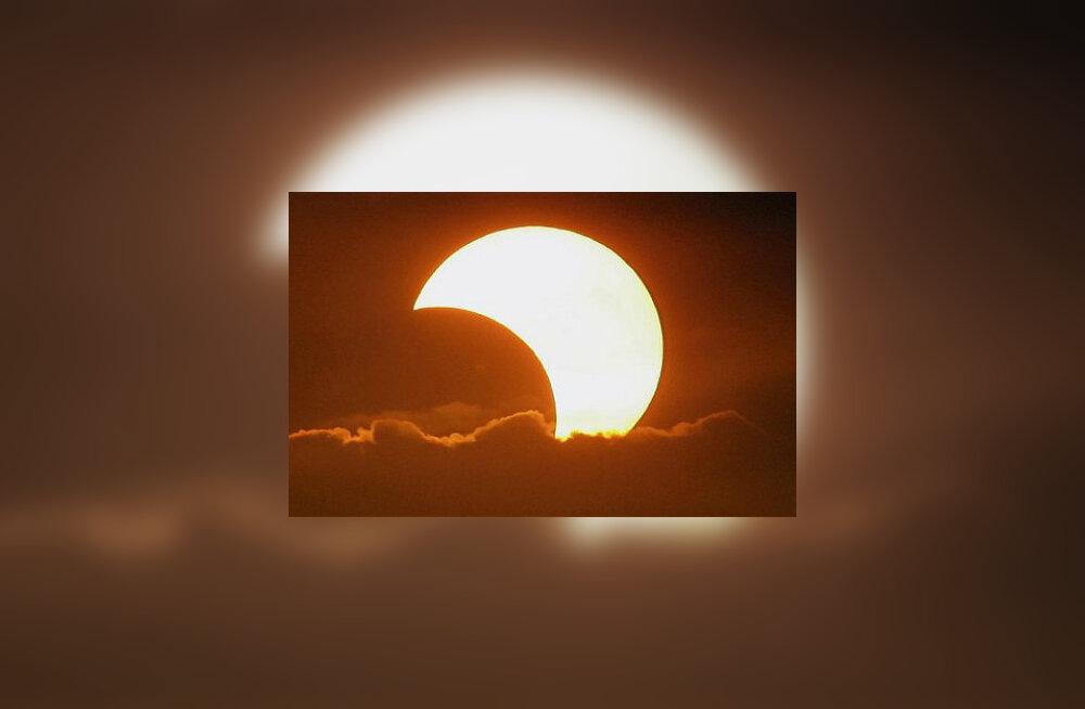 Naudi täielikku päikesevarjutust