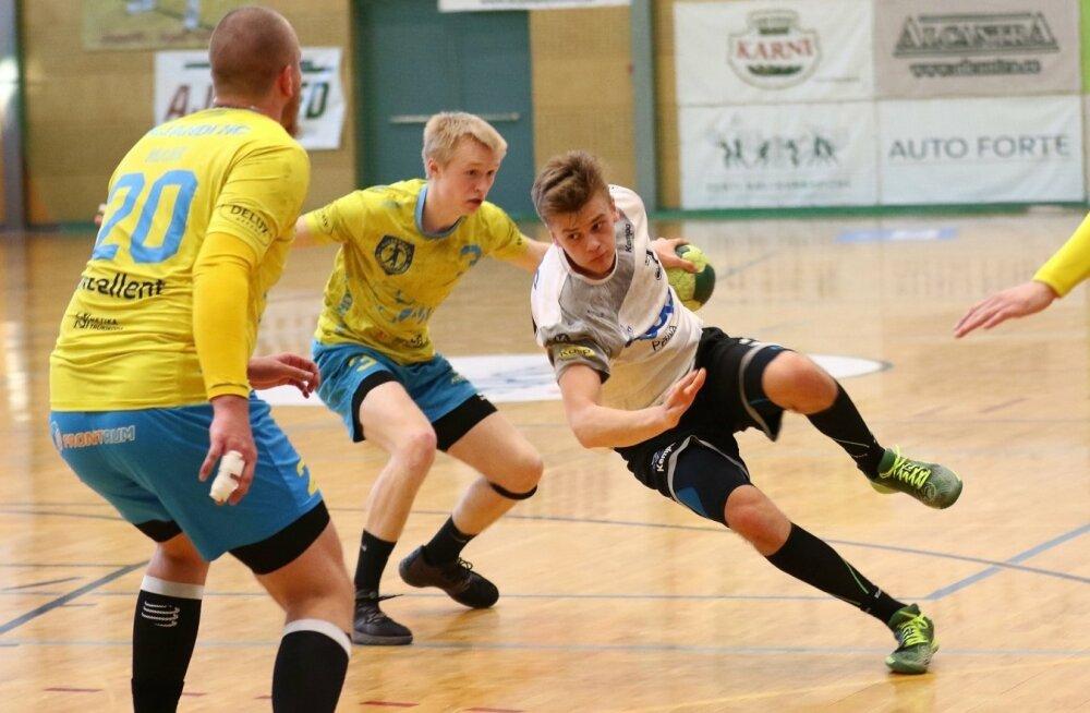 Tõnis Kase (palliga) viskas üheksa väravat ning viis Põlva Coopi veerandfinaalis Viljandi HC vastu juhtima.