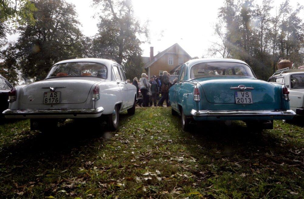 Volga GAZ-21 vintage autod Turaidas.