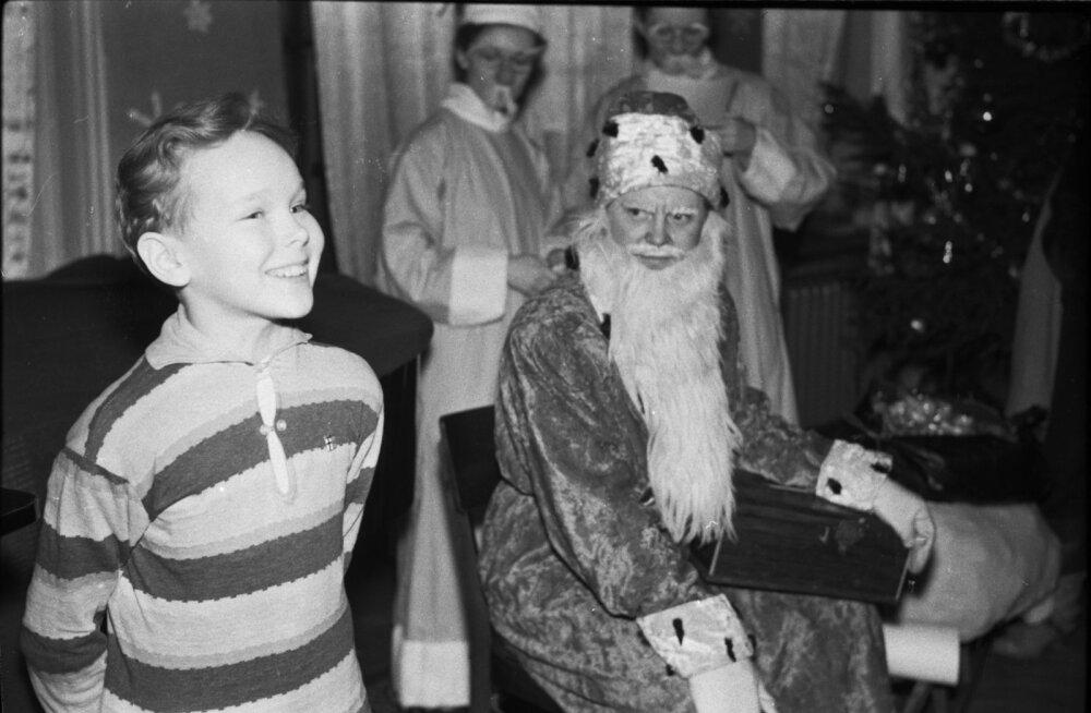 Laste nääripuu Eesti NSV Teaduste Akadeemia Presiidiumi saalis
