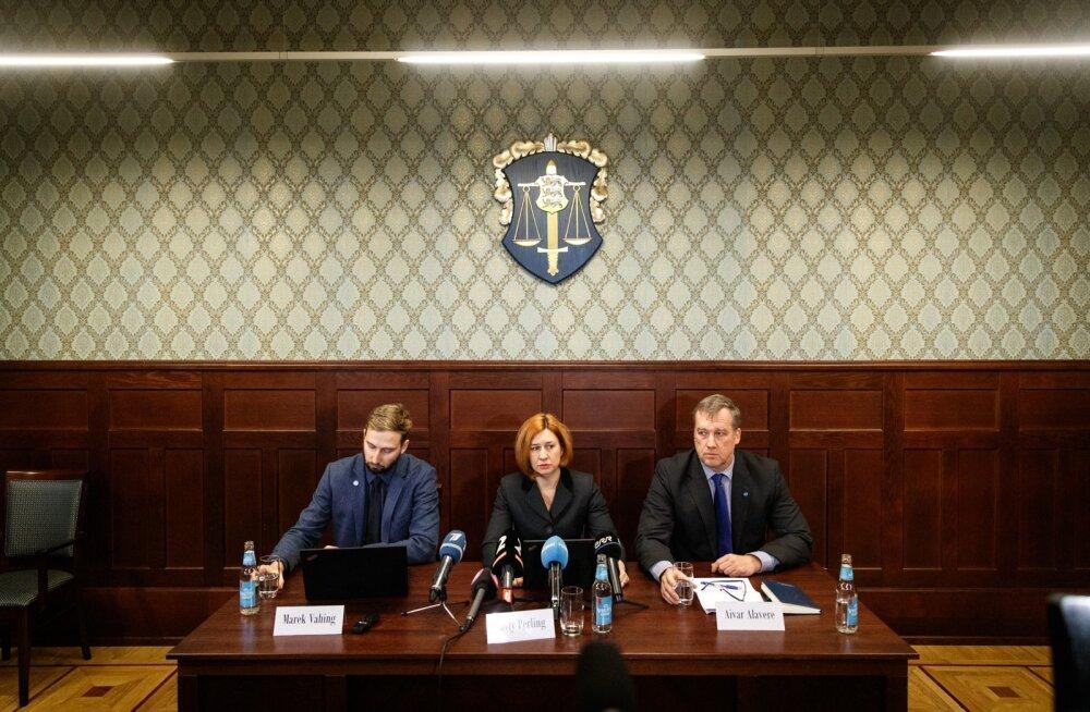 Riigiprokurör Marek Vahing (vasakul), riigi peaprokurör Lavly Perling ja keskkriminaalpolitsei juht Aivar Alavere teatasid eile, et kümmet kinnipeetut kahtlustatakse suures ulatuses rahapesus.