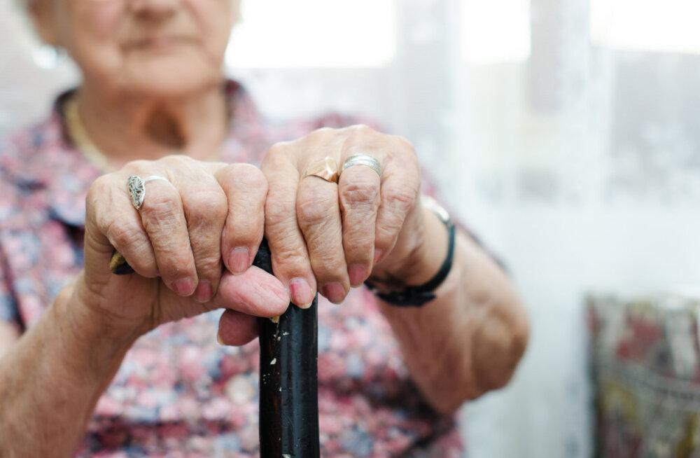 Naine küsib: kas vanainimesi ennast ära ei tüüta see pidev surma ootamine? Jube masendav on ju nii