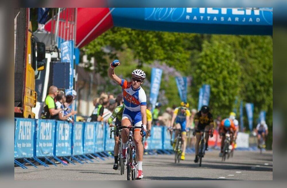 World Touri tiimiga lepingu sõlminud Eesti jalgrattur: selliseid samme näeb isegi maailmas harva