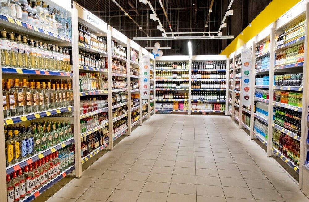 Pääsküla Maxima on kodukauplus ehk X formaadi pood, kus alkoholi eraldatus tekitati ümber tõstetud riiulitega. Alkohoolsed joogid on nüüd müügil justkui eraldi ruumis.