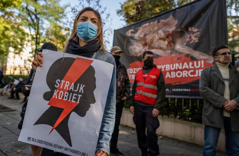 """""""Ад для женщин"""". В Польше фактически запретили аборты"""
