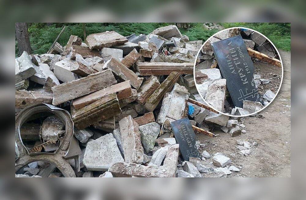 Несанкционированный снос? На кладбище Рийгикюла в Нарве в куче мусора валялось надгробие.