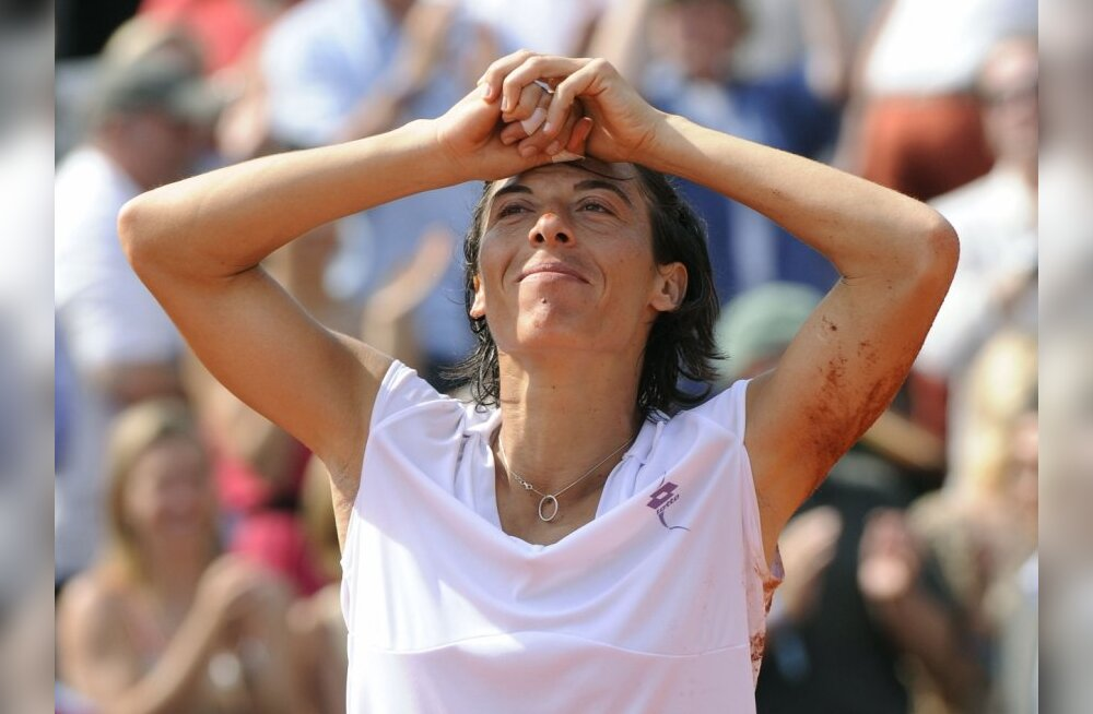 Italy's Francesca Schiavone reacts after she defeated Australia's Samantha Stosur during their women's final match in the French Open tennis championship at the Roland Garros stadium, on June 5, 2010, in Paris.  Schiavone won 6-4, 7-6. AFP PHOTO BERTRAND