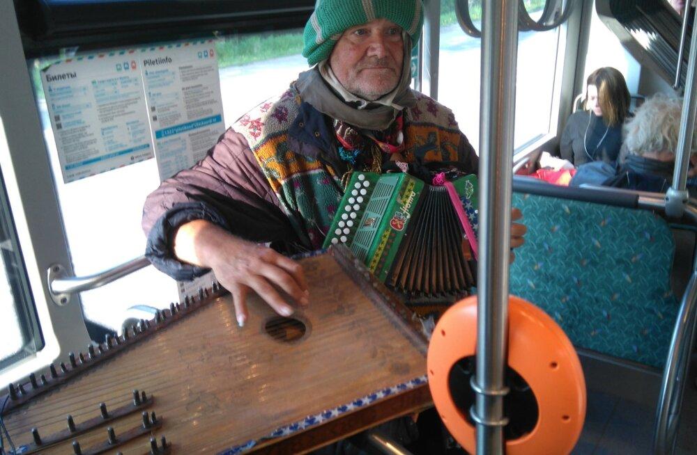 Читатель спрашивает: мужчина дал концерт в ласнамяэском автобусе — законно ли это?