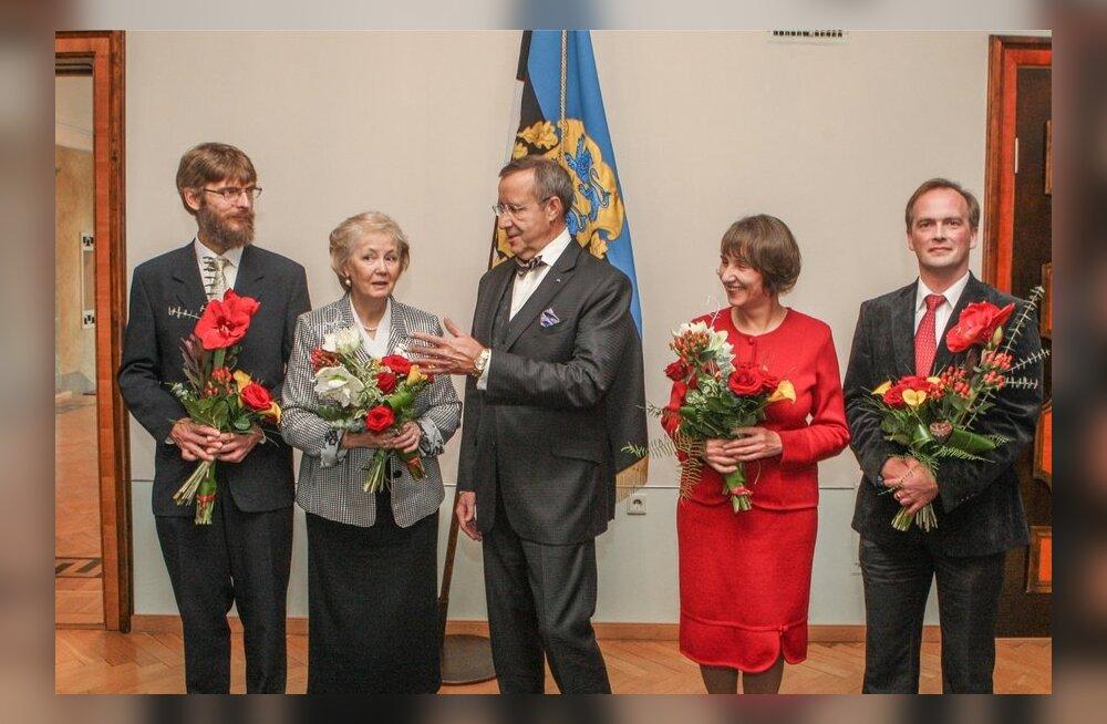 Hariduspreemia laureaadid koos presidendiga.