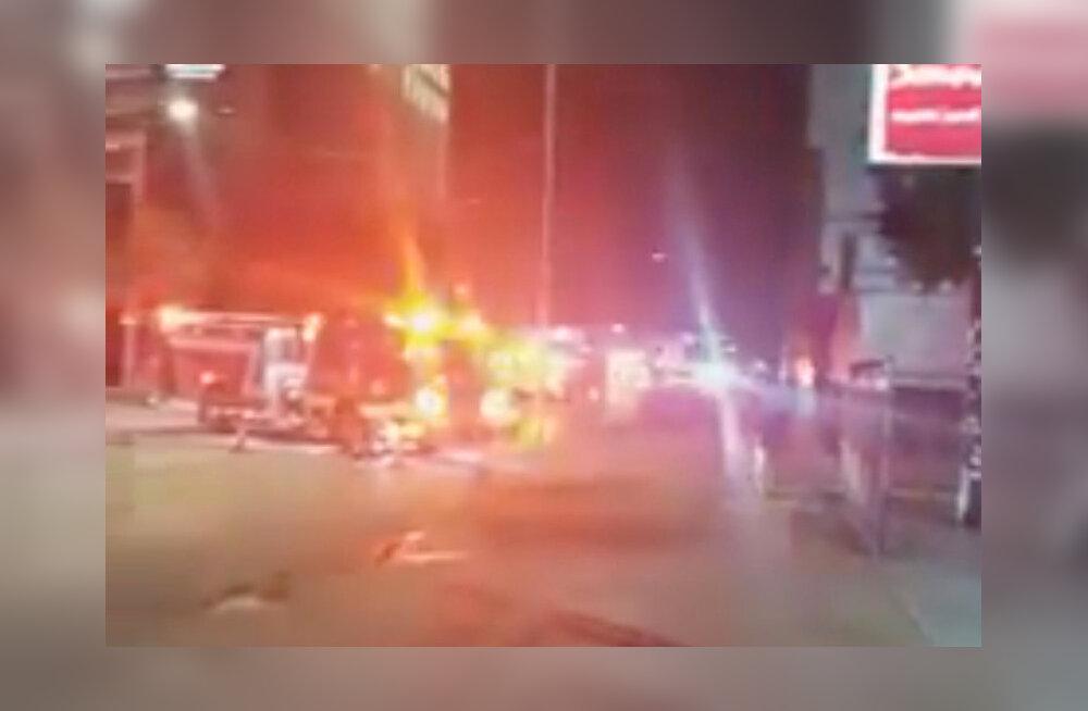 VIDEOD | USA käskis sulgeda Hiina konsulaadi Houstonis, hoovis põletati pabereid