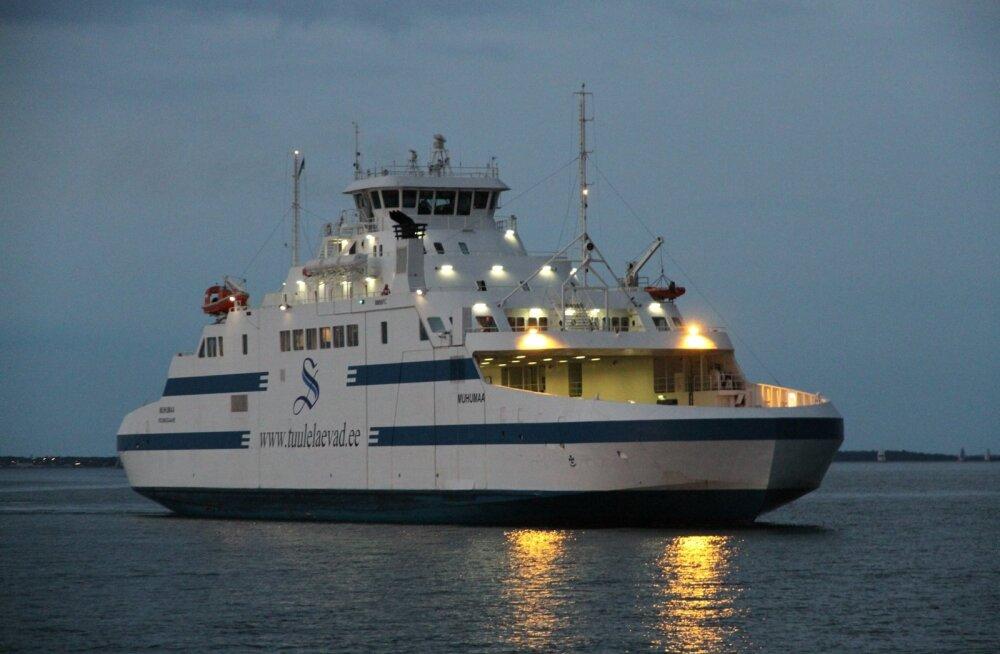 Eestis Muhumaa nime kandnud ja Saksamaal Grete nime all sõitnud parvlaev seisab praeguSteubenhöftis jõude.