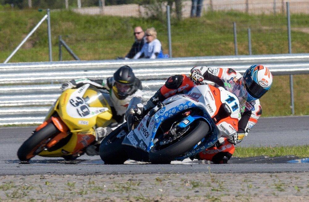 Superbike 2 kiiremat Hanno Velt (11), Martin Pärtelpoeg (39)
