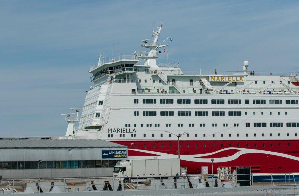 Viking Line laeval Mariella oli Eesti lipp tagurpidi