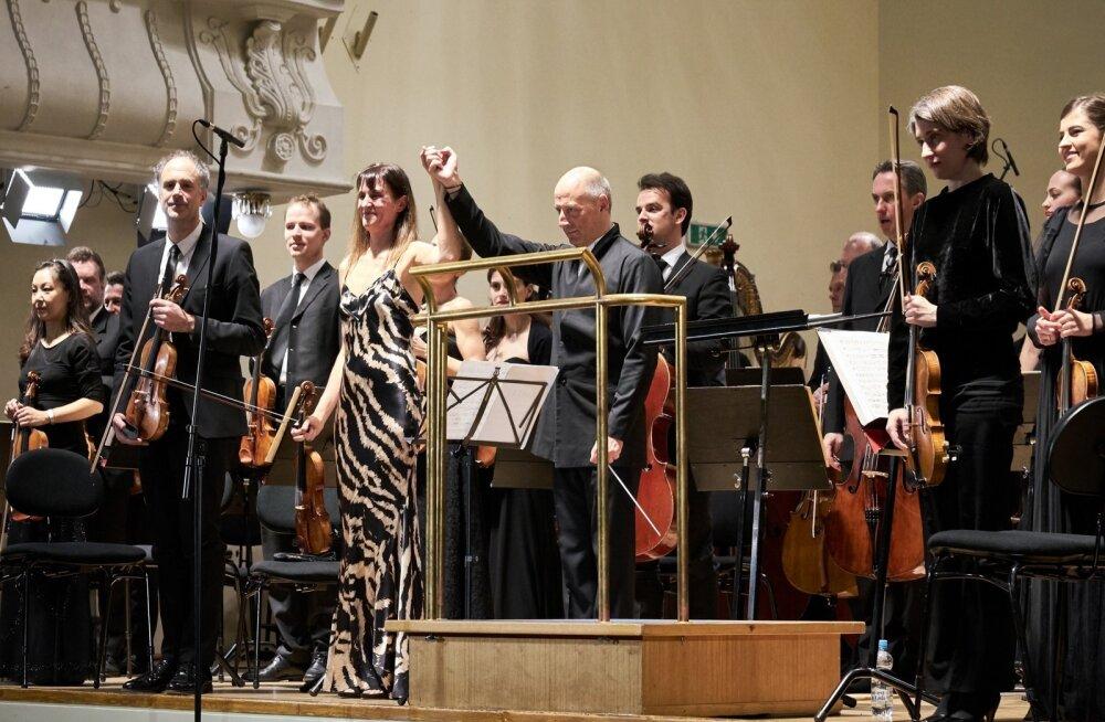 Estonias teisipäeval meeldejääva etteaste teinud viiuldaja Viktorija Mullova on nimetanud Paavo Järvit oma lemmikdirigendiks.
