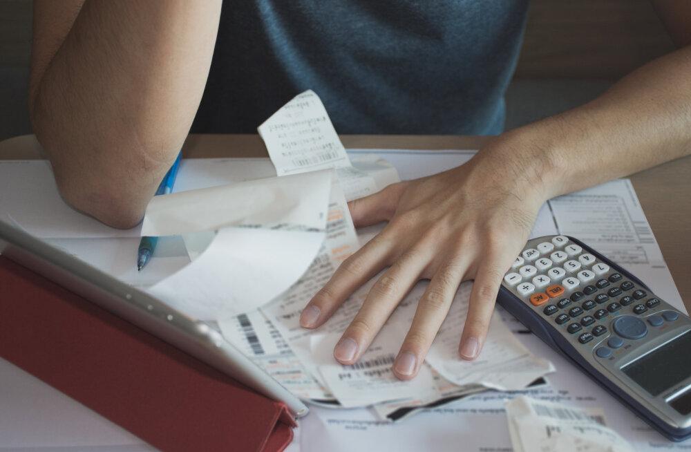 Mures lahutatud naine: kaotasin haiguslehtedele ühe kuuga 90 töötundi, aga lapse isa mulle raha ei anna