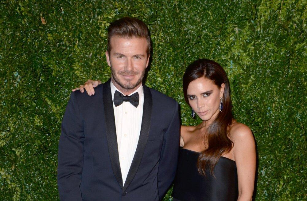 PEREKOND MURDUMATUD: David ja Victoria Beckham uuendasid enda abieluvannet