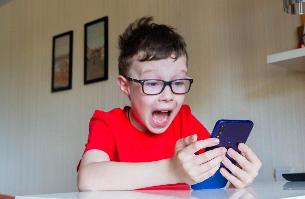Küsimus, millele lapsevanemad sageli kooli eel mõtlevad: lapsele päris oma nutitelefon — jah või ei?
