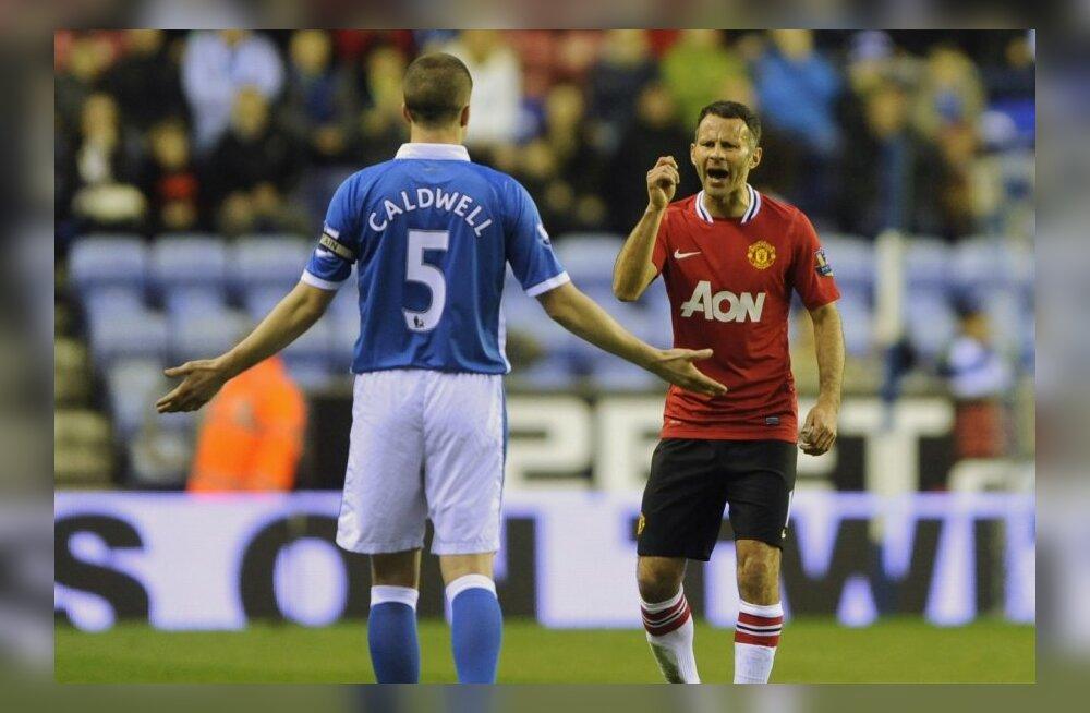 ManU raudvara Ryan Giggs sõimab Wigani mängijat, jalgpall