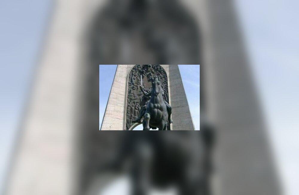 Gruusia õhib Stalini sünnipäeval punamonumendi
