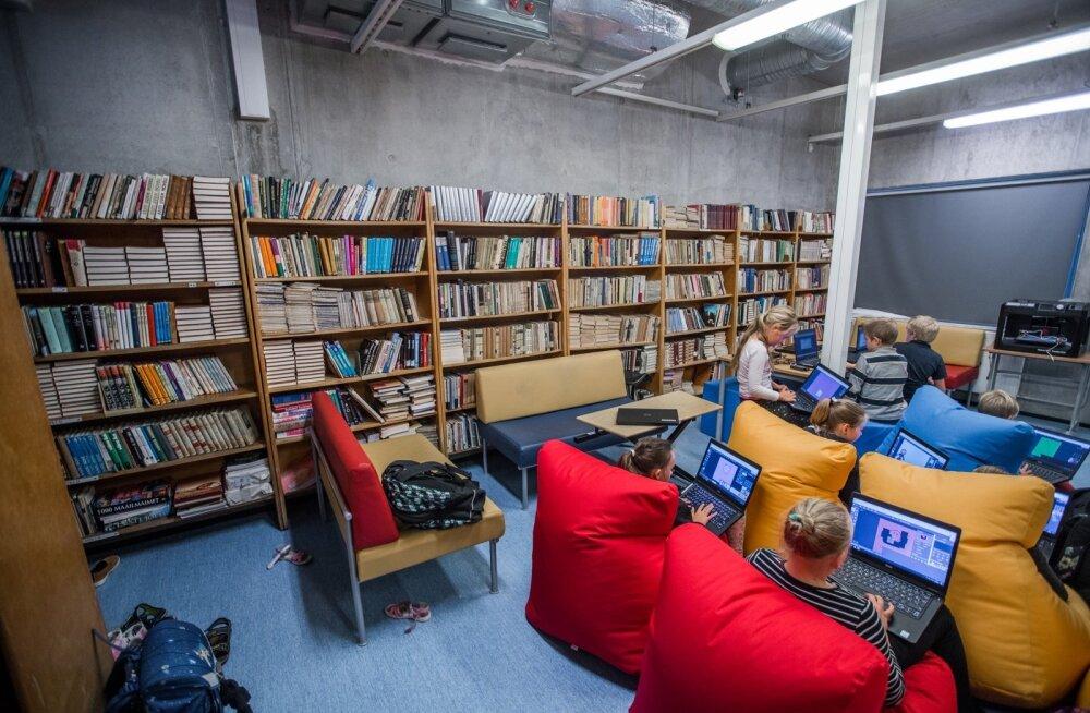 Pelgulinna Gümnaasiumi drooniklass-raamatukogu.