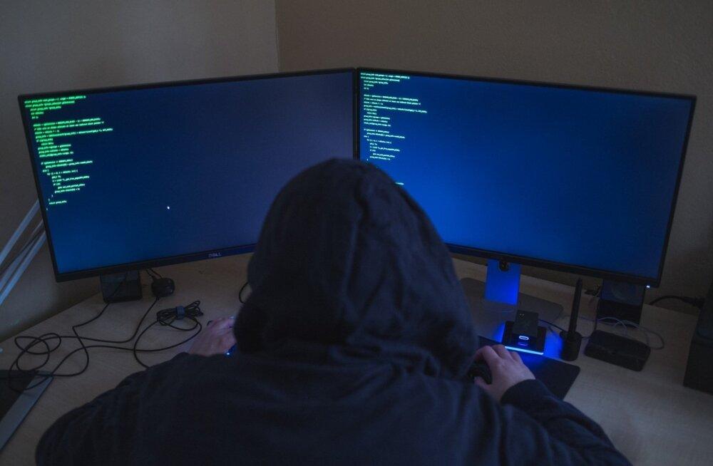 Полиция предупреждает: кредиты в Facebook — как трехголовый змей. Останетесь без денег и кредита