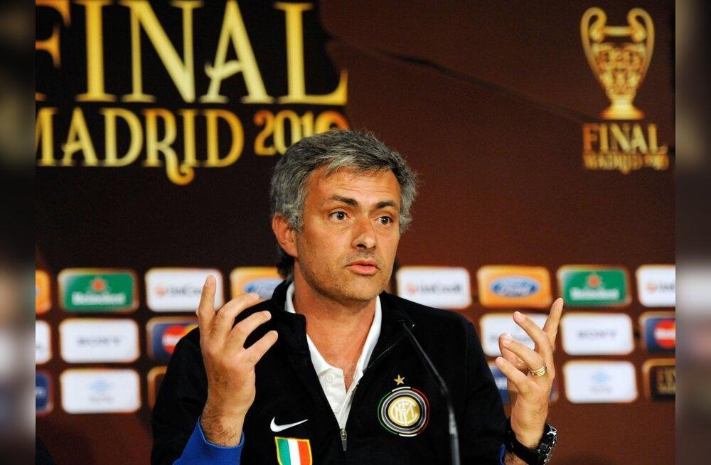 Vihane Mourinho jalutas pressikonverentsilt minema