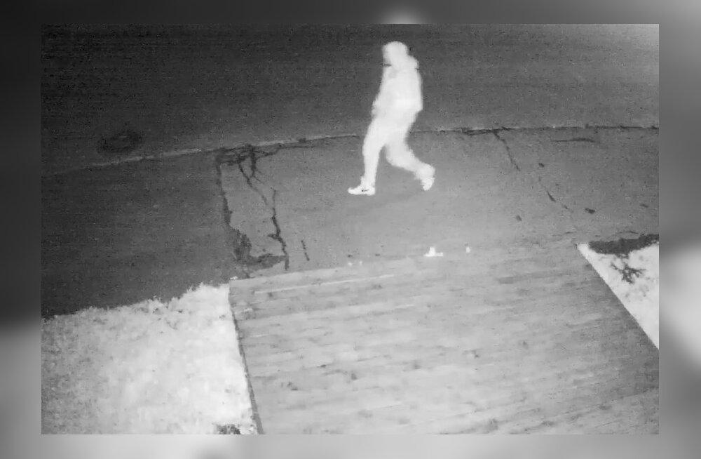ВИДЕО: Помогите опознать мужчину, который напал на 21-летнюю женщину