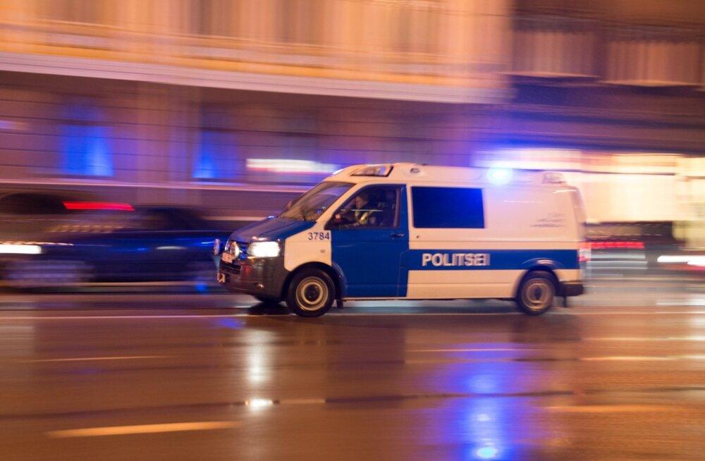 Полиция просит помощи: в Нарве в ДТП пострадала 14-летняя девочка