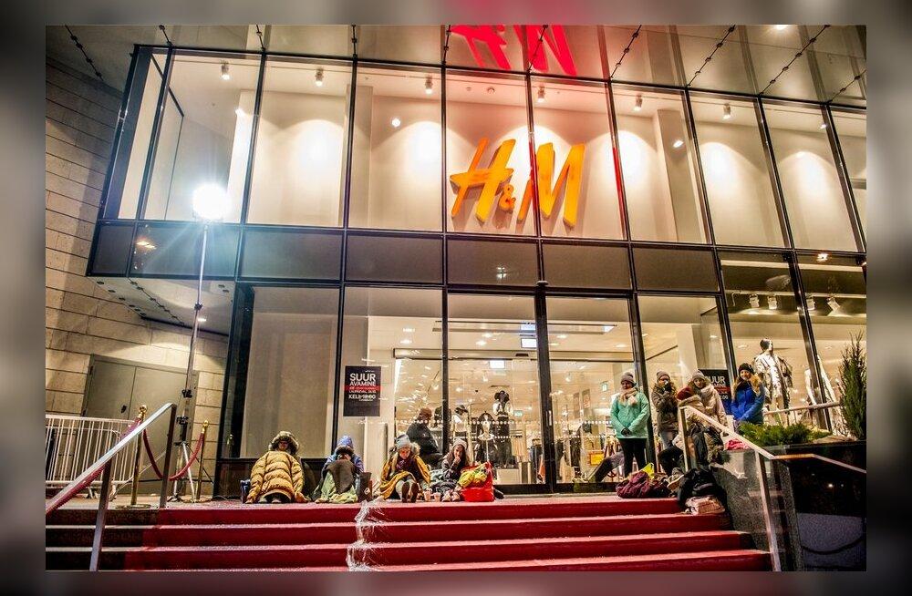 esimesed külmetavad H&M fännid postimaja juures
