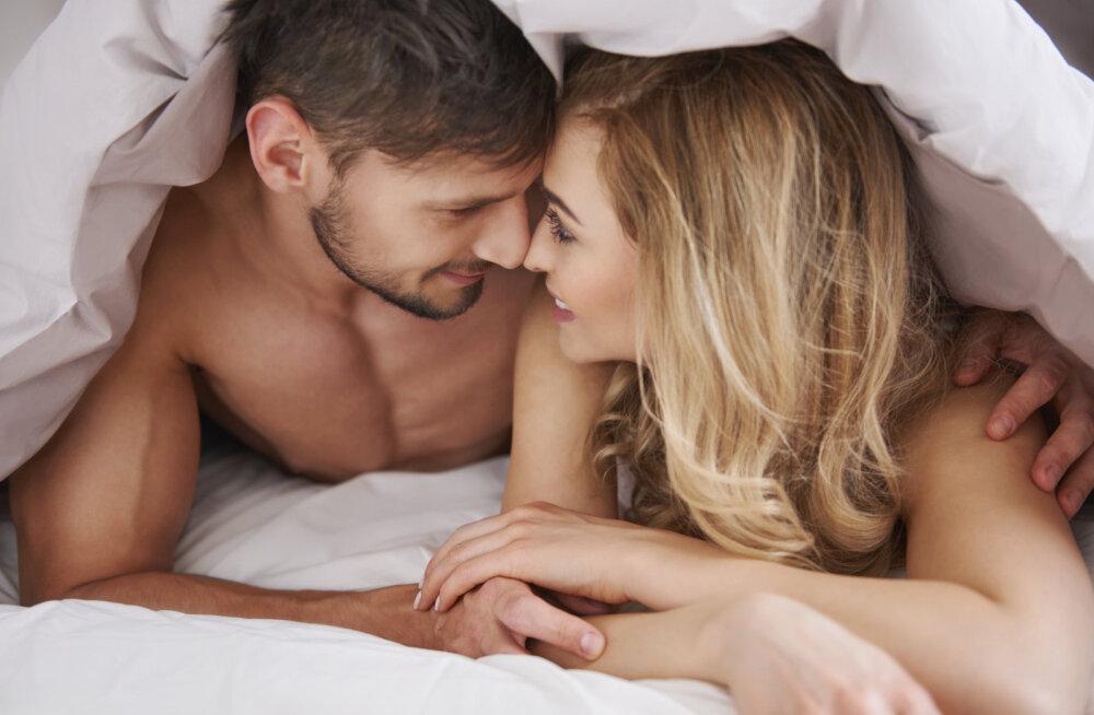Voodirõõmud viitavad armastusele? Kui kallim teeb voodis neid 15 asja, on ta sinust tõesti sisse võetud