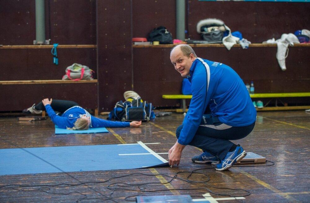 Olümpiaks valmistuvate epeenaiste päevad mööduvad peatreener Kaido Kaaberma juhendamisel kurikuulsas Mustamäe vehklemissaalis.