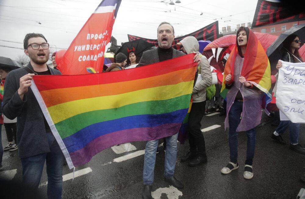 Kohutav: Venemaale MM-i vaatama sõitnud homopaar peksti taksosõidu järel halastamatult läbi