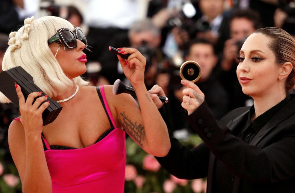Lady Gaga ja Sandra Bullock kasutavad iluvigade varjamiseks väga kummalisi, kuid toimivaid vahendeid