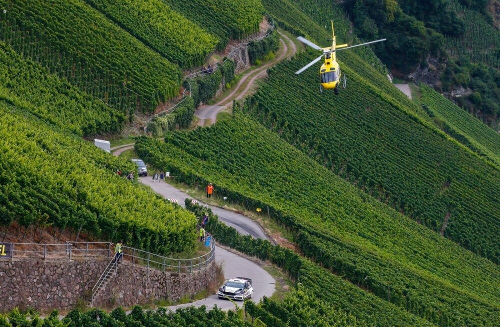 Ott Tänak mullu Saksamaa viinamarjaistaduste vahel kihutamas.
