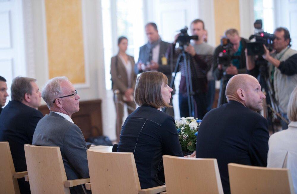 """Kas Helir-Valdor Seeder (paremal) pani president Kersti Kaljulaidi """"kahvlisse""""? Igal juhul tuleb presidendil teha väga raske otsus."""