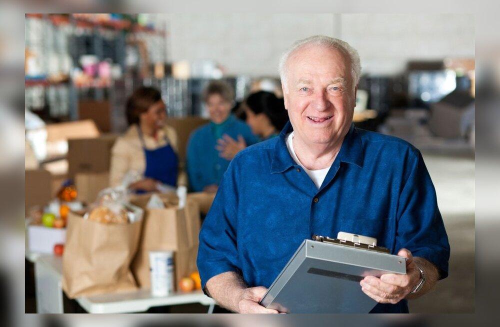 Viiendik üle 65-aastaseid inimesi käib veel tööl