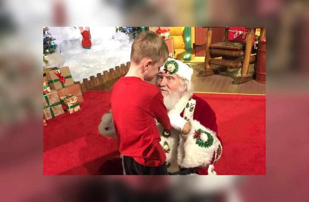 ARMSAD FOTOD | Pühadeime! Pime ja autistlik poiss sai esimest korda jõuluvana näha