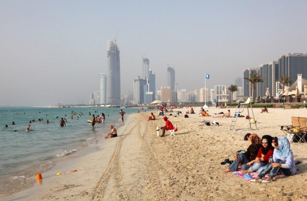 Abu Dhabi pilvelõhkujate vahel saab nii päevitada kui ka kajakiga sõitmas käia.