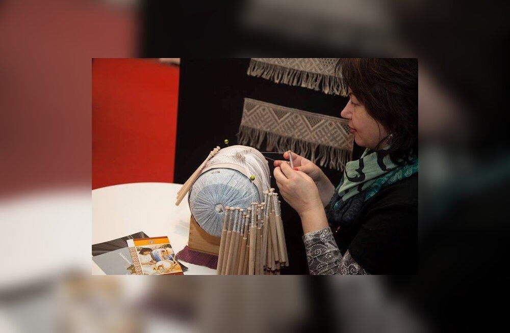 Pitsiline idapiir ehk kuidas Narva naine asus taaselustama niplispitsi kudumise traditsioone