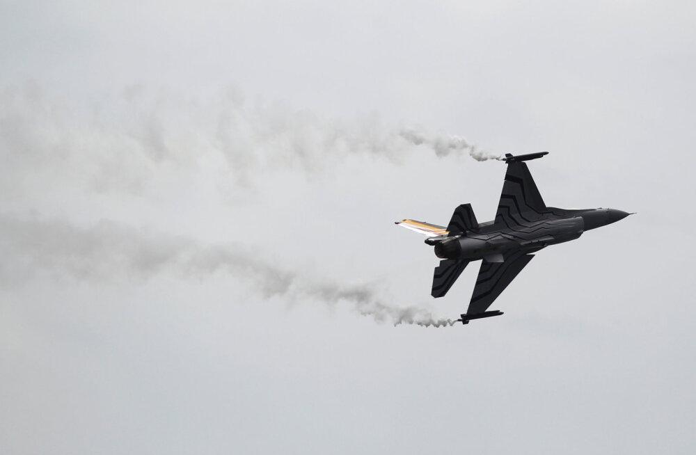 Prantsusmaal kukkus alla Belgia hävitaja F-16, üks piloot maandus kõrgepingeliinile