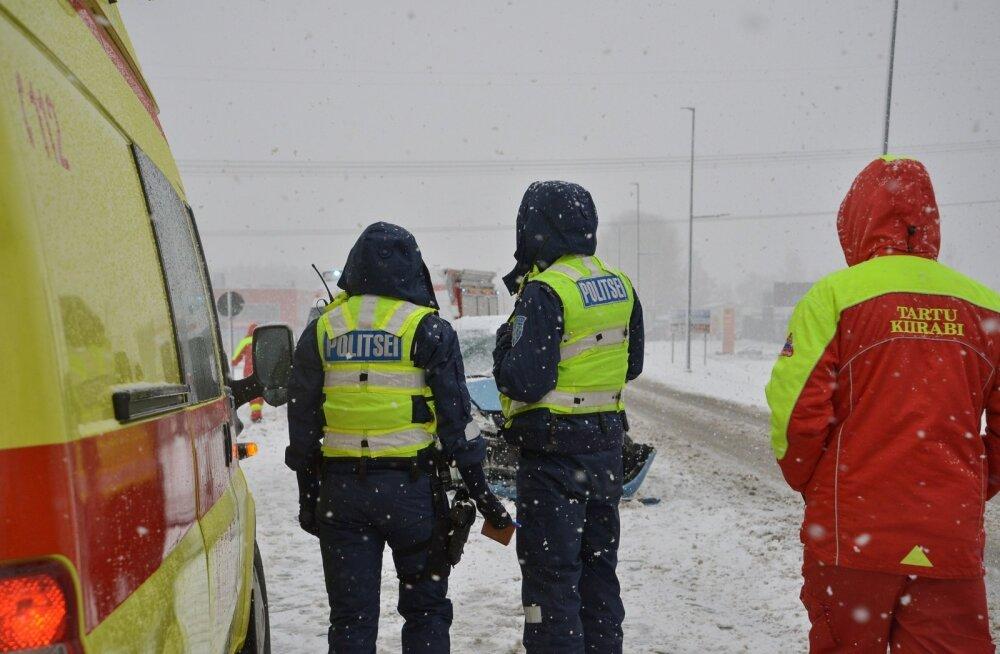 Pelgurannas jäi auto alla kaks 8-aastast tüdrukut