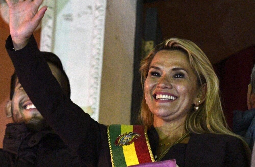 Senine senati asepresident Jeanine Áñez kuulutas end Boliivia ajutiseks riigipeaks