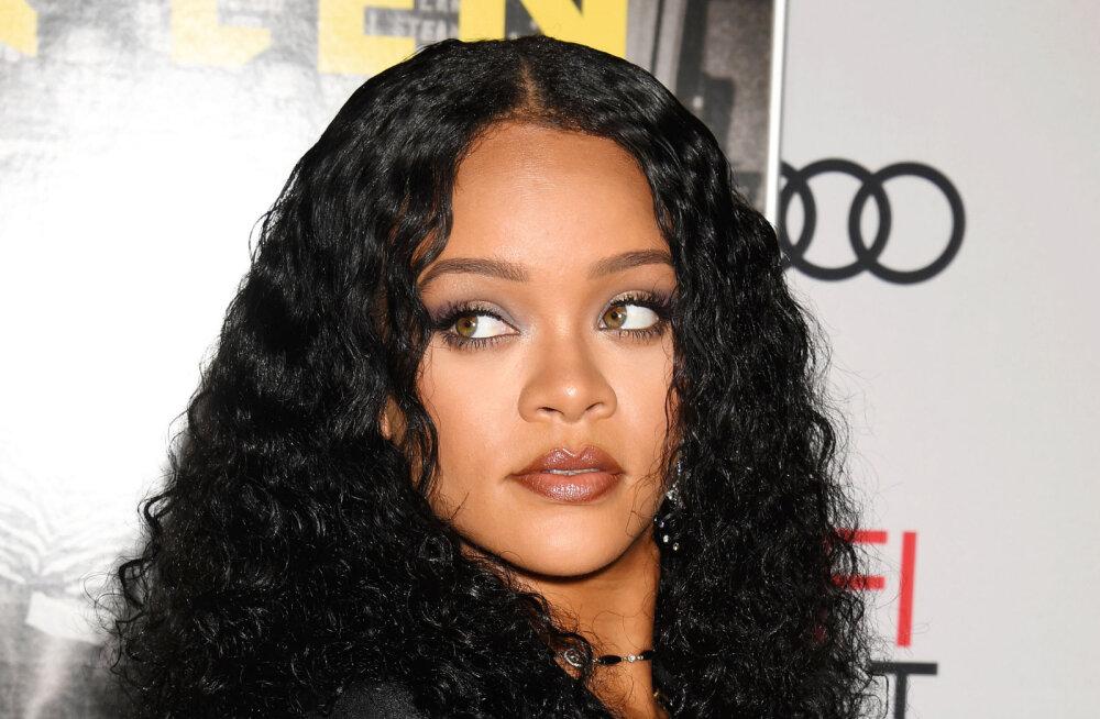 KUUM KLÕPS | Rihanna avaldas bikiinifoto, milles rinnahoidjad venivad kui benji-hüppe nöör