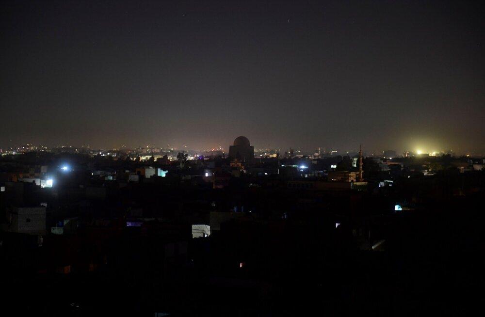 Ulatuslik elektrikatkestus mattis Pakistani pilkasesse pimedusse