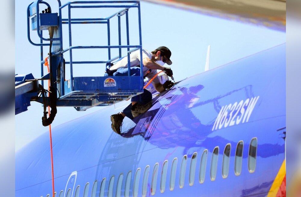 USA-s avastati mikropragusid kolme Boeing 737-300 keres