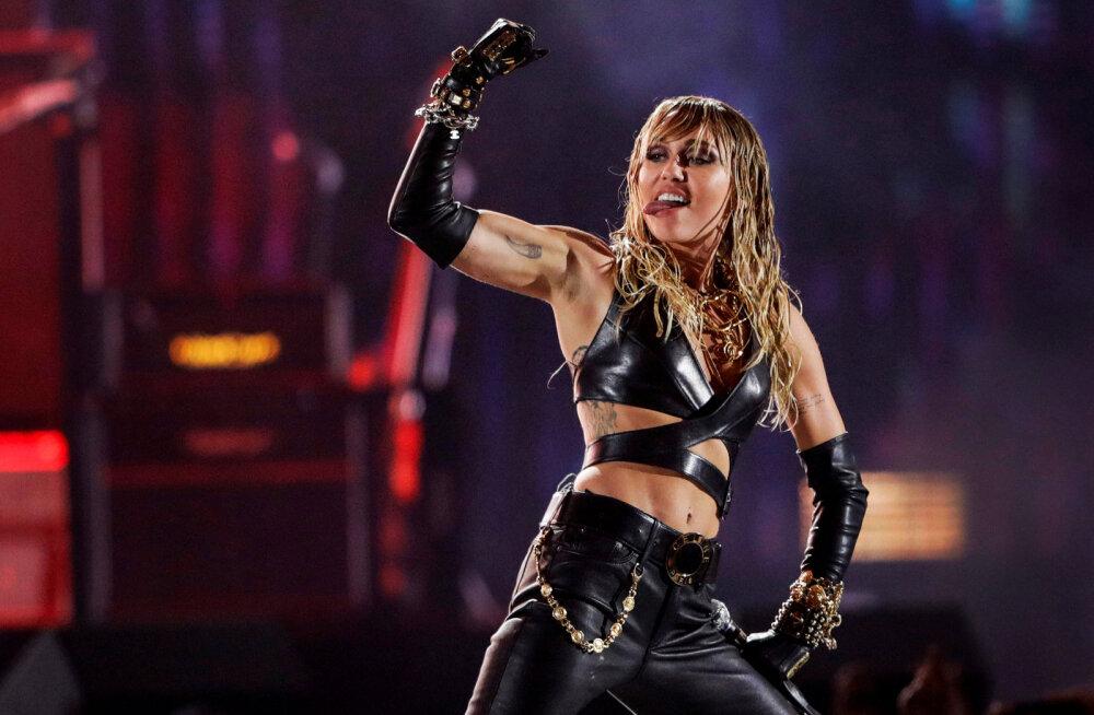 KLÕPS   Miley Cyrusi uus tätoveering vihjab valusale abielulahutusele